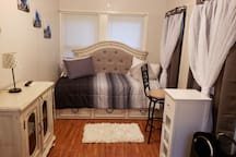 Guest Bedroom, Daybed with TV and Roku available