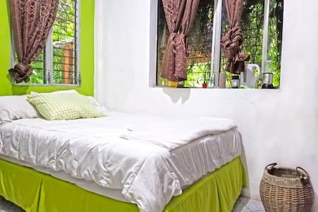 Nice room near Tikal/Belize border in El Remate