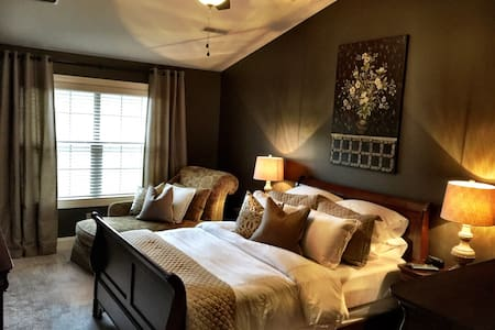 Luxurious 3 BR/2.5 BA... Close to Airport & I-26