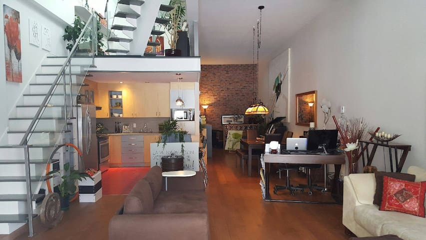 Beautiful 2 storey condo in the hearth of the city - Ville de Québec - Appartement en résidence