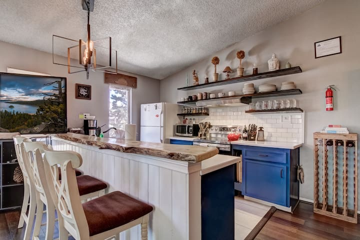 Updated 2BR w/Farmhouse Kitchen near Heavenly!
