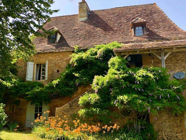 Le Coustalou - Beautiful farmhouse in Lot Valley