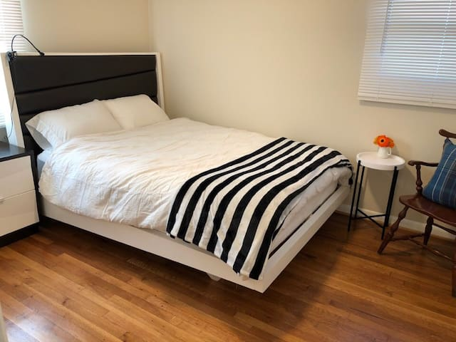 Nice & quite room near by National Harbor 한국인(B)