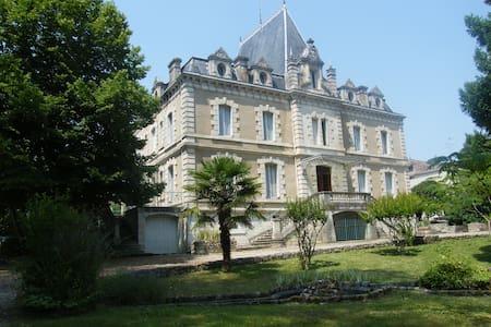 Château de Pile - Chambres d'hôtes - B&B. - Slott