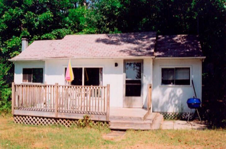Lakefront 2 bdrm cabin by Huntsville - Muskoka
