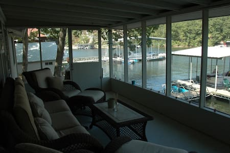 Peace and Serenity Lake Front Home - Rocky Mount - Maison
