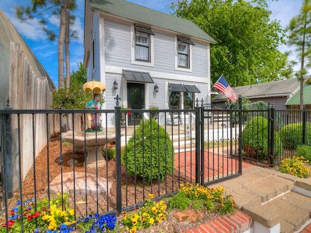 HISTORIC home on Redbrick streets. (POOL & SPA)