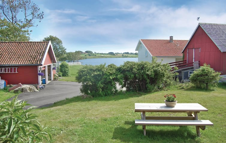 Holiday cottage with 3 bedrooms on 74 m² in Farsund