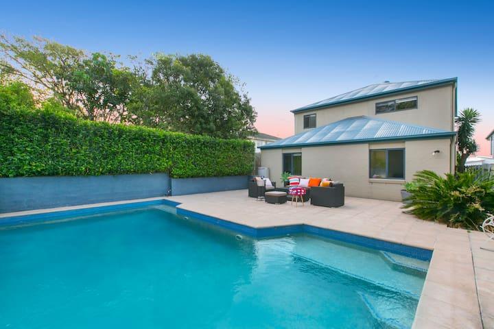 Yeronga Family Oasis with City Views and Pool - Yeronga - Ev