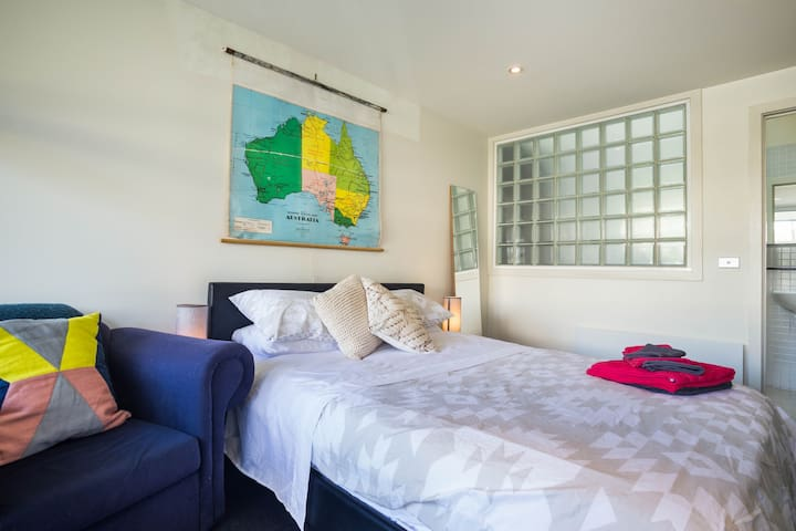 Queen bed ensuite in ❤️ St Kilda - Saint Kilda - House