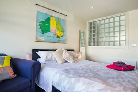 Queen bed ensuite in ❤️ St Kilda - Saint Kilda - House
