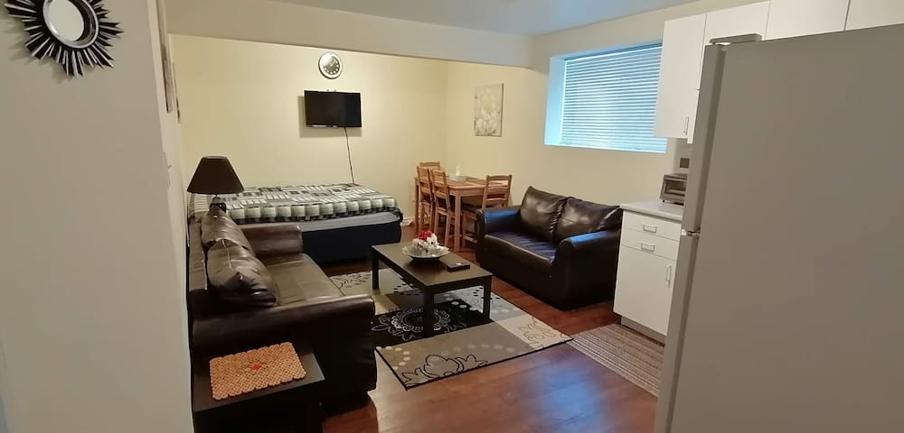 NadiAsif Lodge [B] 1Bd/1Ba basement unit