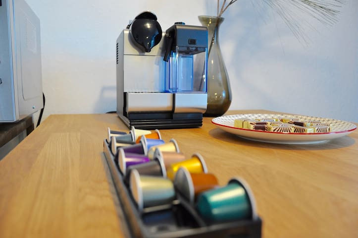 my nespresso machine with different cabs - meine Nespressomaschine mit verschiedenen Geschmackssorten