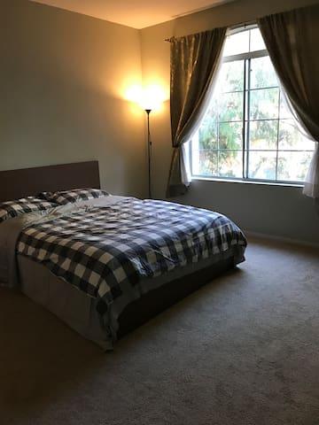 主卧大床房#A 环境优雅 安静 超大衣橱 豪华卫浴
