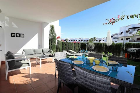 Mi Alegria, apartment with terrace, garden and communal swimming pool