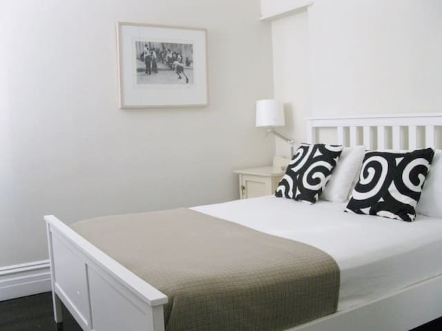 Newtown Cottage 5km from the CBD