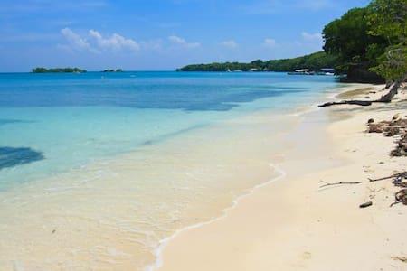 Amazing Beach House in the Islands - Isla Grande
