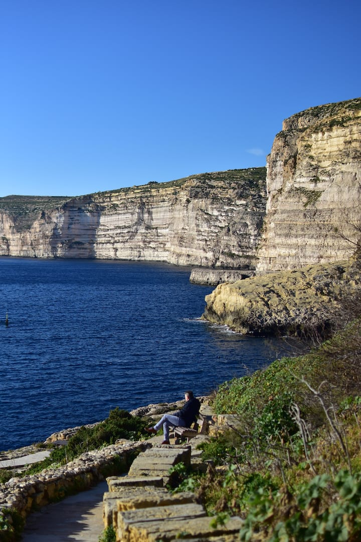 Gorgeous, Breezy Apartment with Views of Xagħra