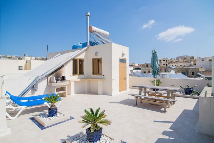 Apartment with terrace and views - Għajnsielem - Leilighet