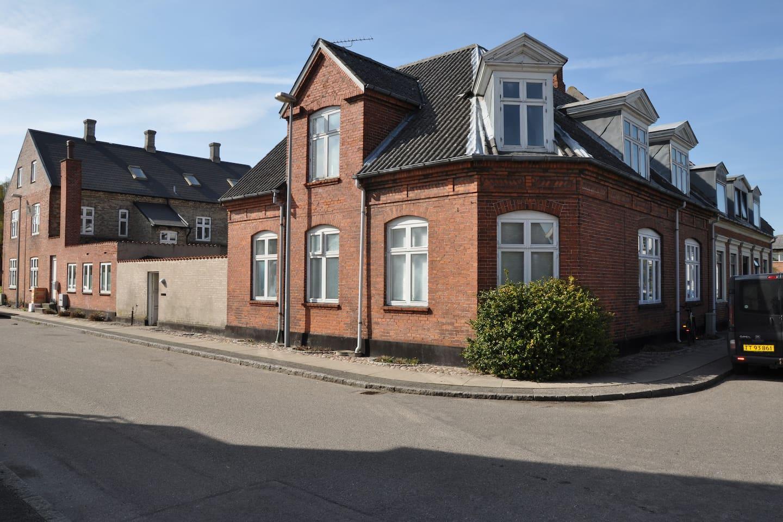 Huset set fra vejen