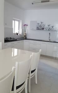 3 BR renovated apartment with ocean view - Ashdod - Leilighet