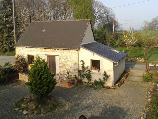 Gîte dans la campagne bretonne - Saint-Juvat - Talo