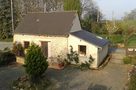 Gîte dans la campagne bretonne - Saint-Juvat - 独立屋