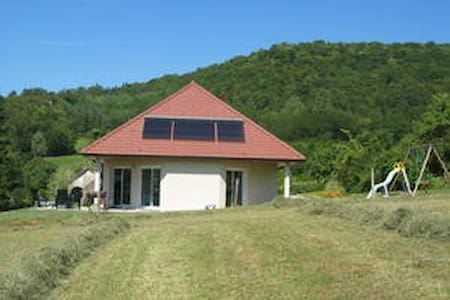Grande maison dans le vignoble jurassien - Passenans - Haus