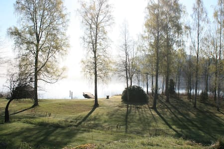 Lovely house on beautiful private lakeside estate! - Jönköping N - Zomerhuis/Cottage