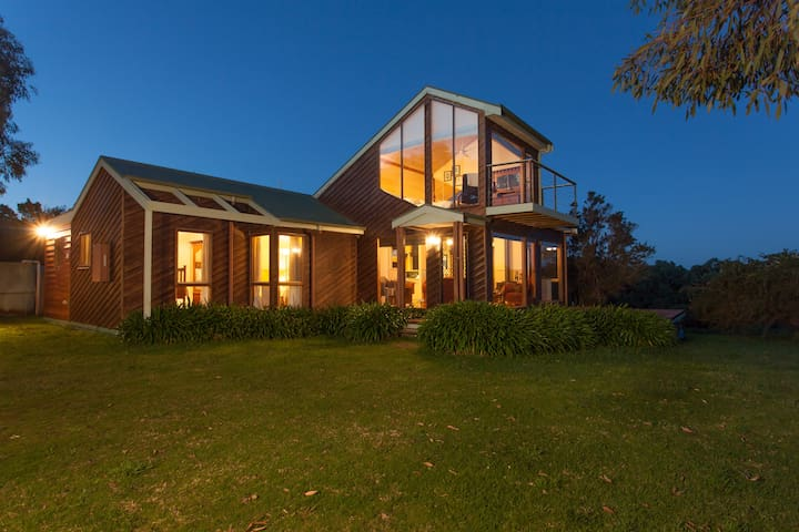 Illangi  - beach retreat - Waratah Bay - Dom