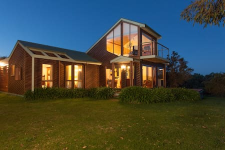 Illangi  - beach retreat - Waratah Bay - Ev