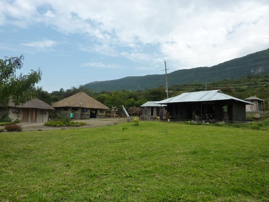 The banda, restaurant and new rooms under construction