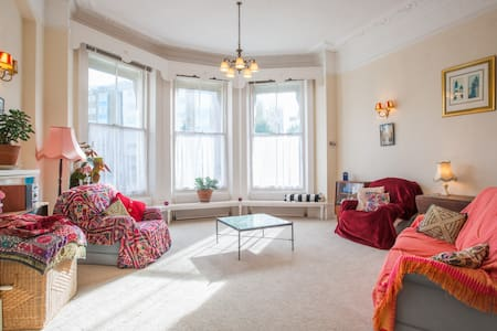 Huge, sunny room in beautiful flat - Eastbourne - House