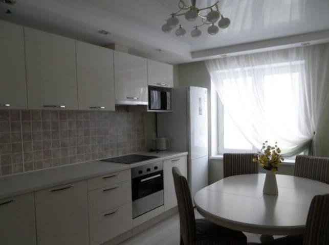 Чистая , уютная квартира - Krasnoyarsk - Daire