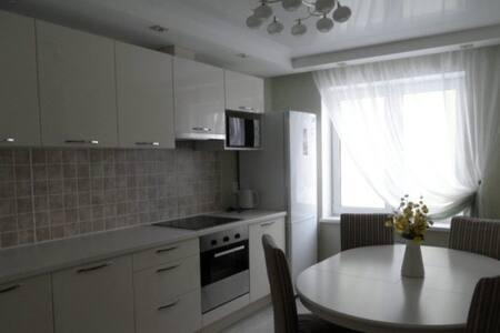 Чистая , уютная квартира - Krasnoyarsk - Appartamento