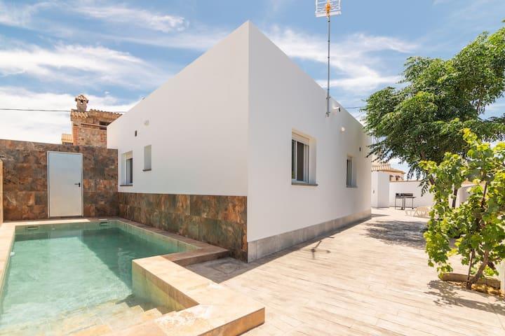 Ferienhaus Los Recuerdos mit Pool, Terrasse, WLAN und Klimaanlage; Parkplatz vorhanden, Haustiere erlaubt