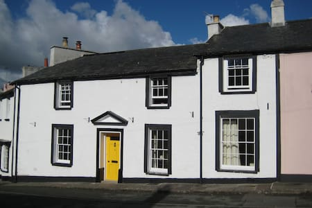 Spacious double in Georgian terrace - Crickhowell