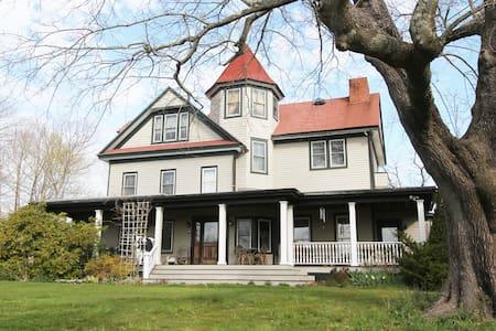 Historic Grand Victorian on Hill #1 - Mattituck - House