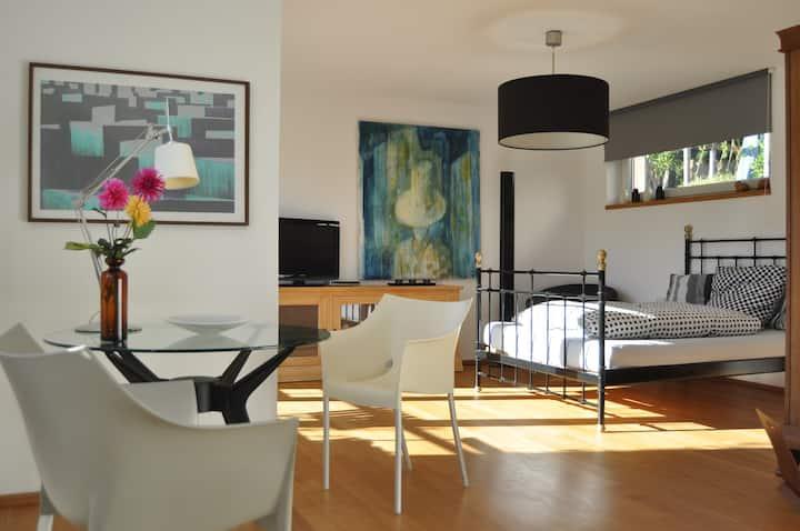 Modernes Apartment nachhaltig Glasfaser Wallbox