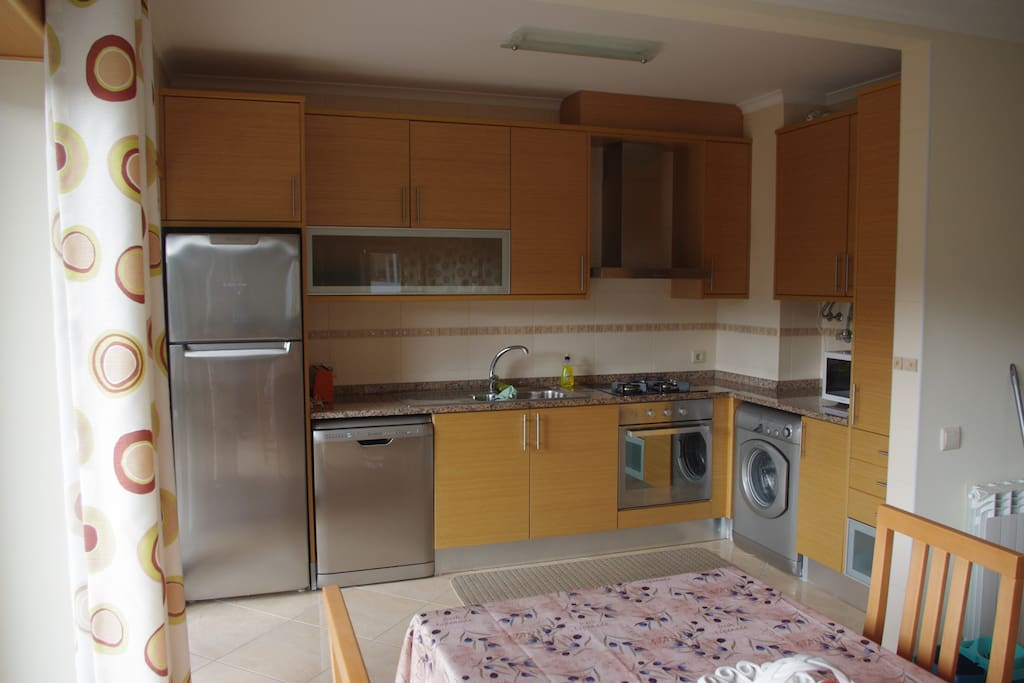 Equipped with dishwasher, washing machine, microwave