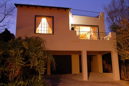 Treetops Guesthouse - Roodepoort