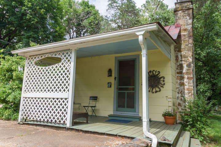 Valley point cottage scenic getaway 3 mi to uva for Affitto cabina charlottesville va