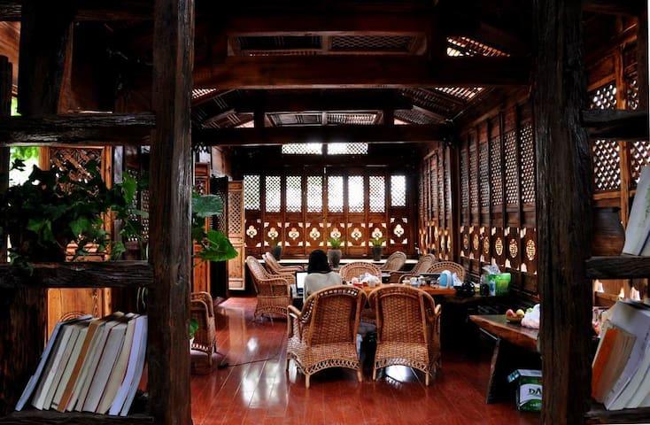 丽江束河茶语屋客栈 阳光温馨双人房 - Lijiang - Cabin