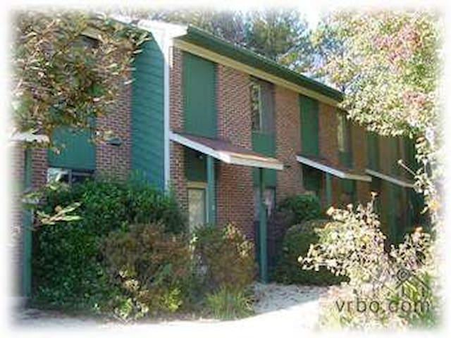 Chapel Hill InnTown-2BR (3rd of 5)