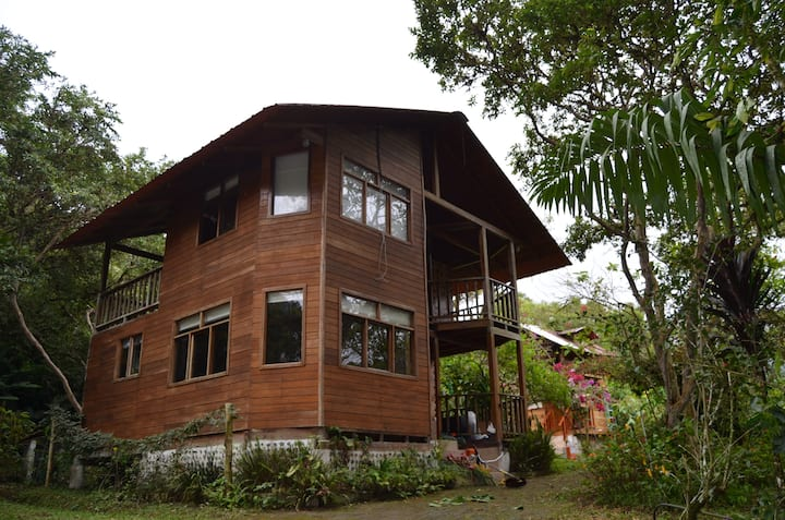 SUKANKA, our cozy wooden cabin in Mindo