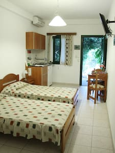 Double or Twin Room   Ground floor - Icaria/Ikaria island Greece - Inap sarapan