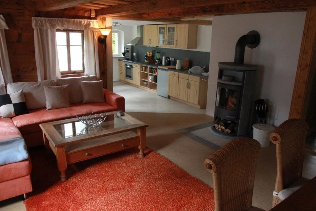 Große Küche, Kaminofen im Wohnbereich