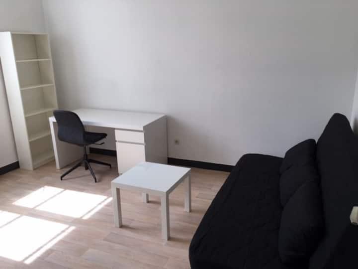 studio de 18 m2, au calme, en plein centre ville.