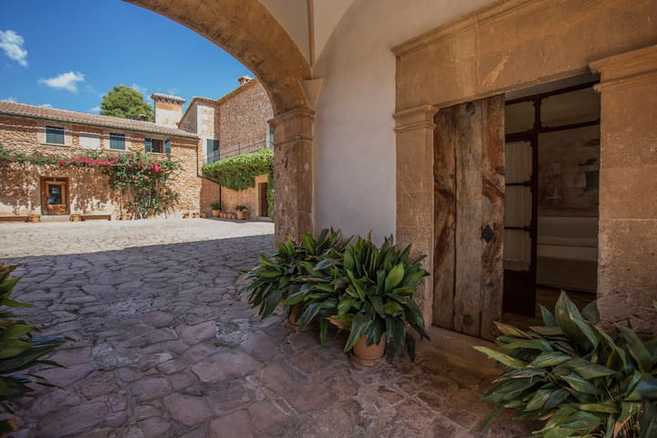 Charming Finca Bed and Breakfast - Santa Maria del Camí - Bed & Breakfast