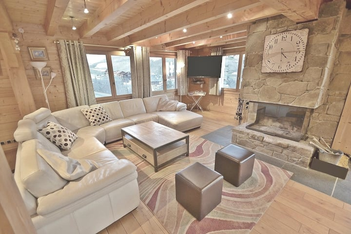 Spacious 7 bed chalet for 18 close to the slopes with open fireplace!
